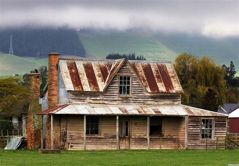 Old Farmhouse Wallpaper
