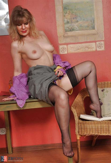 Mature Mummy Angel Lovette In Dark Hued Pantyhose And High