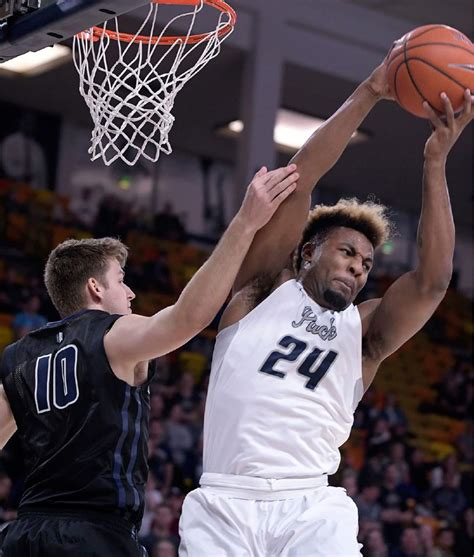 utah state basketball aggies upset conference leading