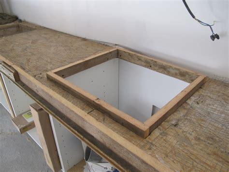 beton pour plan de travail cuisine cuisine colore avec un plan de travail et une crdence en