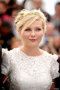 Kirsten Dunst's floral headband from the 2012 Cannes Film Festival would be a perfect wedding