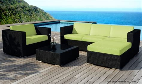 Salon de jardin en rsine tresse noire Miami coussins vert