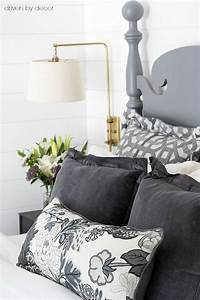 Pillows 101 how to choose arrange throw pillows for Choosing pillows for bed
