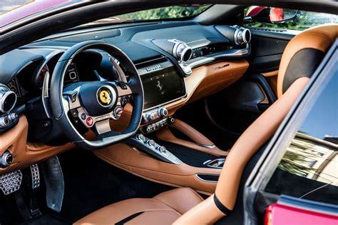 Per la sua esclusività, prestazioni di alta gamma e lunghezza di 4922 mm, classifichiamo la ferrari gtc4lusso nella categoria di berline di lusso.confronta dimensioni e foto con il suo modello precedente. Ferrari Gtc4 Lusso Innenraum