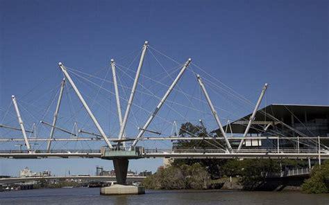 queenslands tourists  unsure  kurilpa bridge