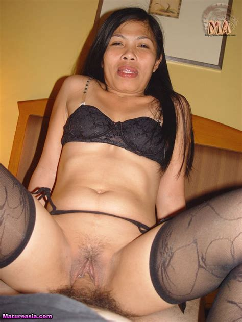 Sexy And Hot Naked Filipino Milf Sonia Shows It All