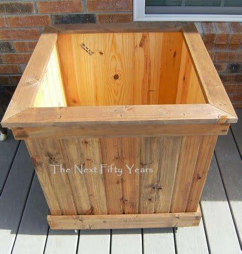 diy tongue  groove planter box  casters cedar wood