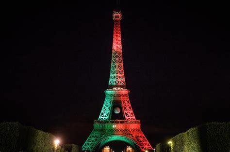 illuminazione torre eiffel la torre eiffel indossa la bandiera portogallo