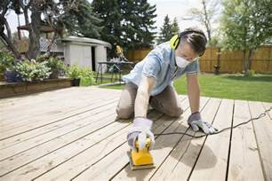 Cleaning Decking With Oxygen by Cleaning And Brightening A Wood Deck With Oxygen Cleaner