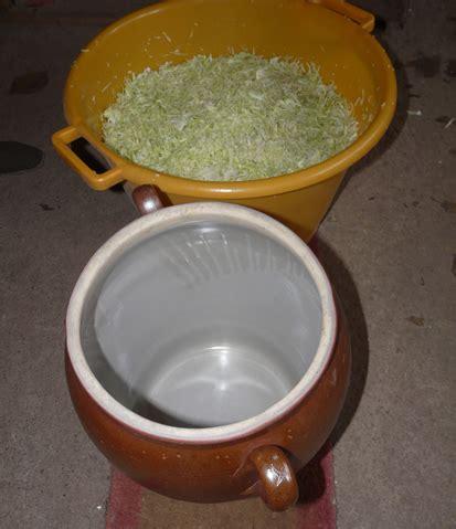 cuisiner la choucroute jarre en grès et lamelles de choucroute maison conservas
