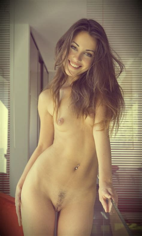 pretty nude brunette with lovely smile xxx photo