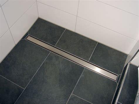 Bodenebene, Geflieste Dusche