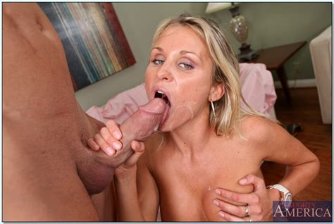 Blond Wife Laura Crystal Gets Her Milf Pussy Fucked With A