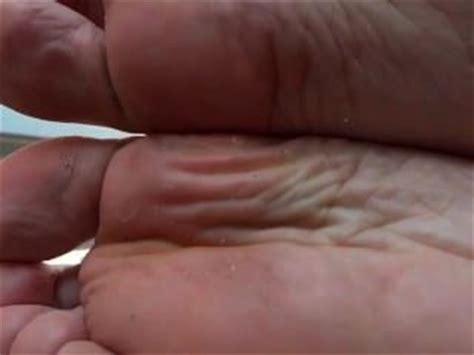Giantess Barefoot Crush Pov