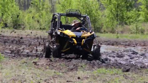 Can Am Maverick 1000r In Deep Mud
