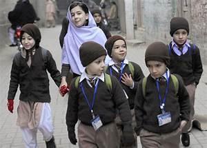 In Pakistan, children attend school in shadow of fear ...