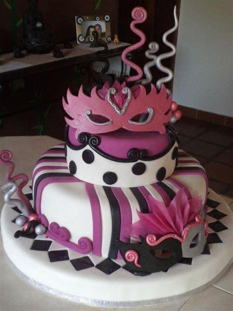 torta de carnaval  mascaras de pastillaje reposteria