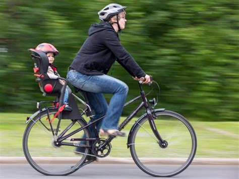 siege velo bebe quel type de siège bébé vélo choisir les différents modèles