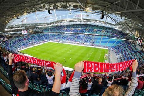 V., commonly known as rb leipzig or informally as red bull leipzig, is a german professional football club based in leipzig, saxony. Nur 999 Fans bei Leipzig gegen Hertha im Stadion