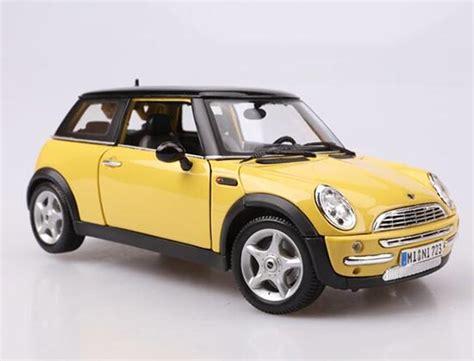 1 18 scale maisto yellow diecast mini cooper model