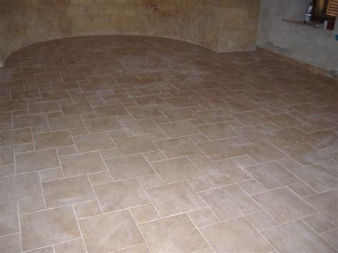 piastrelle senza fuga stuccare le fughe di un pavimento il miglior sistema