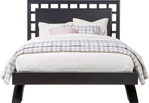Belcourt Black 3 Pc Queen Platform Bed With Lattice