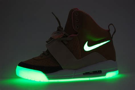 New Nike Light Up Shoes by Secret Sneakers The Nikes That Light Up I Cool