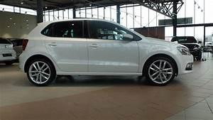 Volkswagen Polo 2017 : volkswagen polo 2017 highline oryx white pearl 17 inch mirabeau en panorama dak youtube ~ Maxctalentgroup.com Avis de Voitures