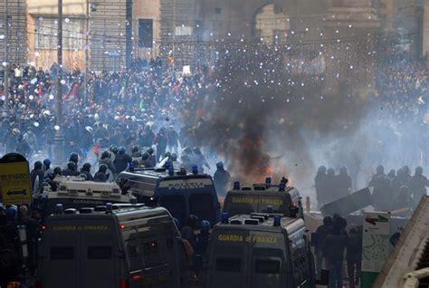 studenti roma guerriglia a roma