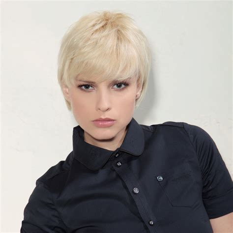 easy to maintain and timeless short fashion hairstyle