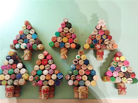 Alberelli di Natale fatti con i tappi di sughero Viva la Mamma