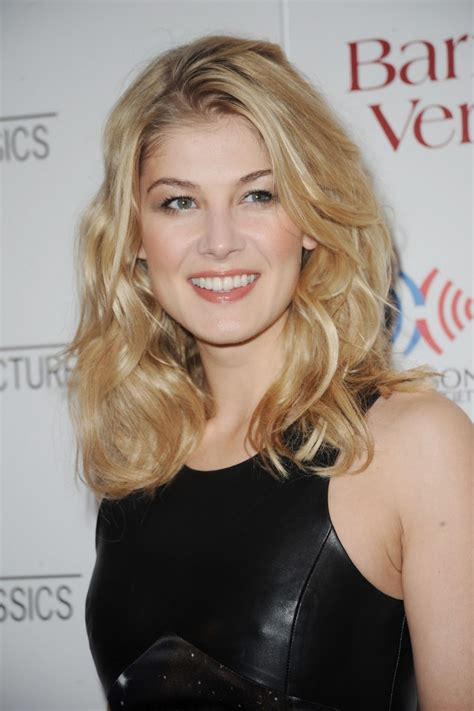 beautiful rosamund pike wallpapers weneedfun
