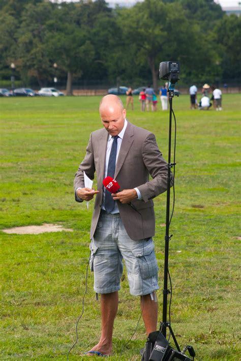 steinmetz shorts reporter jesper down danish below imgur hyldes journalist korrespondent usa pa og bild doch hui oben unten ui