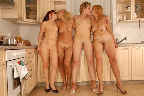 Igr In Gallery Naked Woman In Group Interior Picture Uploaded By Bigirls On