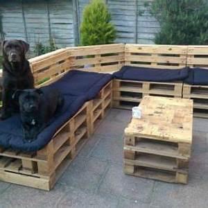 Salon De Jardin Palettes : les chiens aussi adorent les salons en palette ~ Farleysfitness.com Idées de Décoration