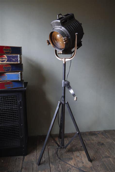 ladaire trepied style projecteur de cinema le projecteur cinema deco 28 images projecteur cin 233 ma chrome et m 233 tal pivotant int