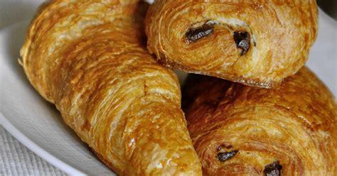 recette pate a croissant recette de croissants et de pains au chocolat le tourage de la p 226 te lev 233 e feuillet 233 e recette