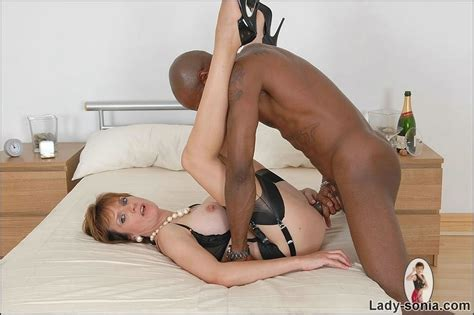 Busty mature trophy wife Lady Sonia fucked by black - Pichunter