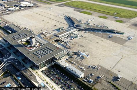 plane crashes after narrowly missing ba flight