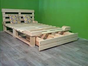 Lit En Palette Avec Rangement : pourquoi acheter un lit quand on peut utiliser des palettes pour en faire un gratuitement ~ Melissatoandfro.com Idées de Décoration