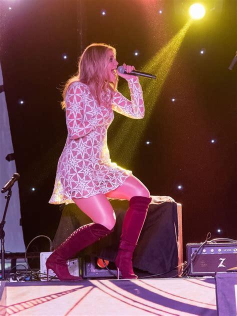 lauren alaina performs  annual runaway country