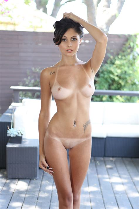 Shaved Brunette With A Perfect Body Porn Photo EPORNER