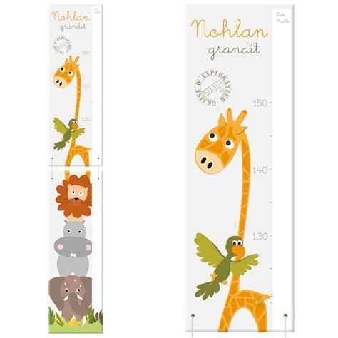 chambre bébé grise toise en bois personnalisée girafe et autres animaux de la