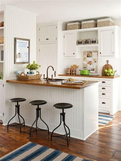 cuisine style scandinave le tabouret de bar industriel apporte une touche déco dans