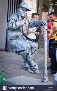 London Covent Gardens Market , street entertainer busker ...