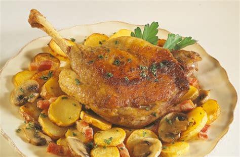 cuisiner confit de canard confit de canard aux pommes de terre sarladaises