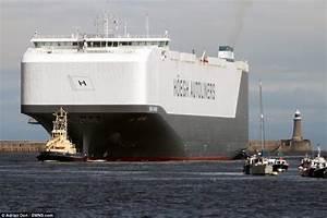 World's largest car transporter Hoegh Target arrives in UK ...