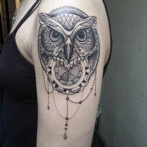 Tatouage Chouette Signification : d couvrir le tattoo le plus r pandu le tatouage ethnique ~ Melissatoandfro.com Idées de Décoration