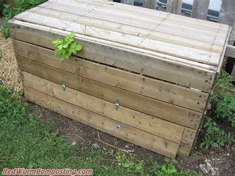 Backyard Worm Farm by Bentley S Diy Backyard Bin Worm Composting