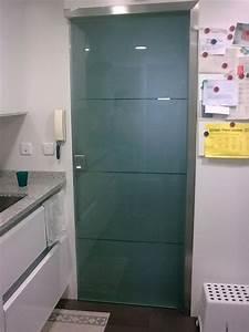 Puertas de paso de cristal, abatibles o correderas, perfiles de aluminio o acero